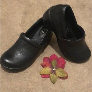 Born Concepts NADIYYA closed heel Leather clogs